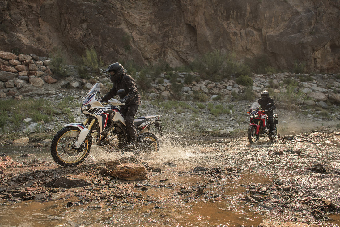 /pix/moto/africa_twin/photos/01.full.jpg